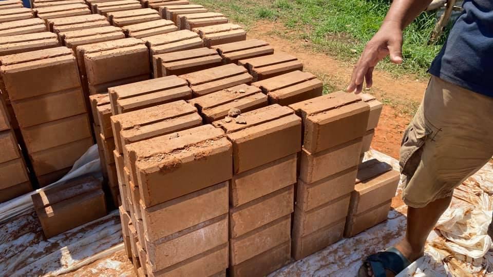 Presse briques hydraform